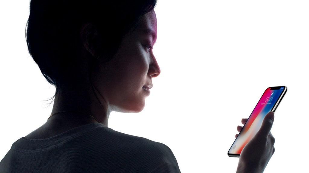 Китаянка два раза меняла iPhone X, так как онпутал ее с приятельницей