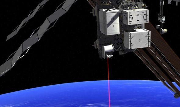 Инопланетяне атакуют МКС при помощи лазерных бластеров