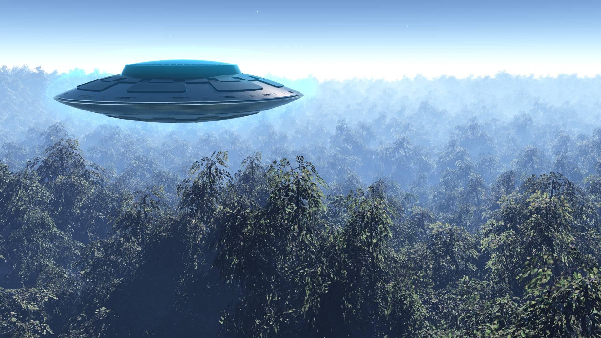 Жительница Австралии сняла навидео НЛО, заряжавшиеся вовремя грозы