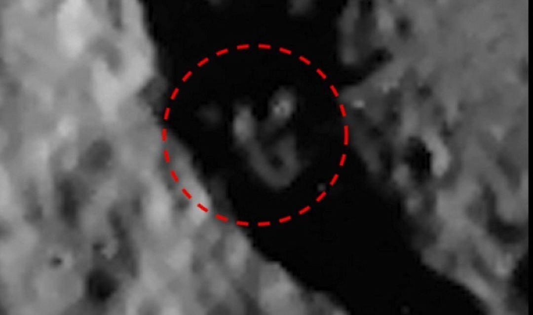 Молящегося инопланетянина разглядели вкратере Меркурия