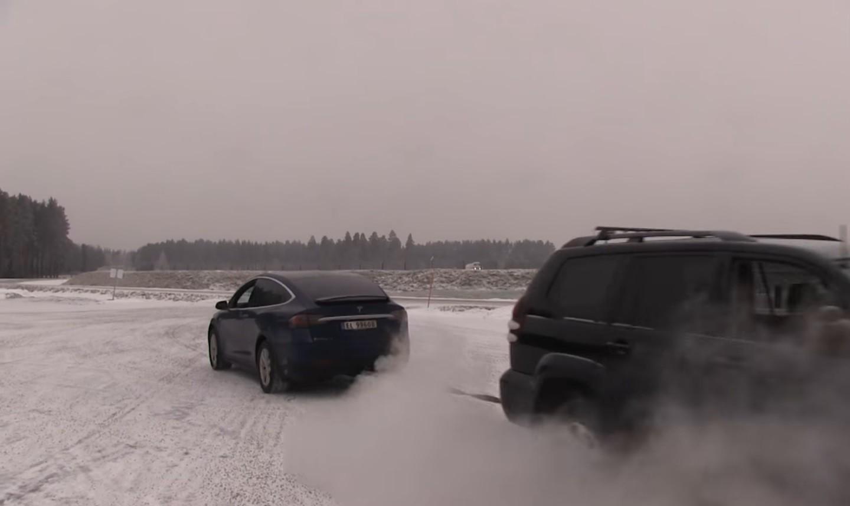 Кто кого перетянет— Тойота против Tesla