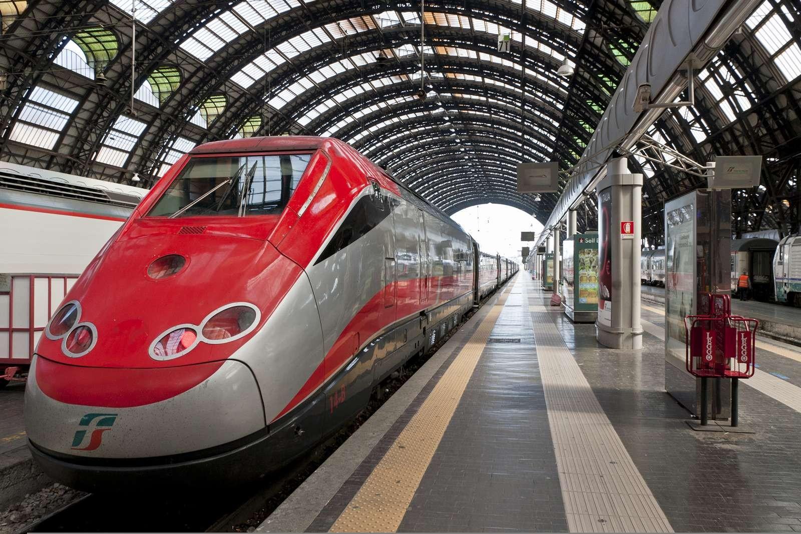 ВСловакии товарный поезд столкнулся спассажирским