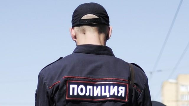 Бойня вночи: вКрасноярском крае дебошир застрелил супругу , полицейского исебя