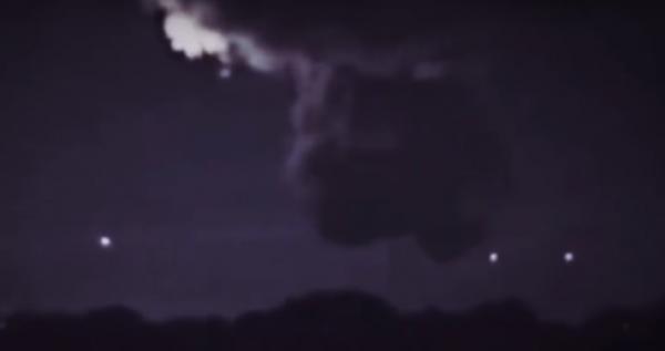 ВАвстралии засняли, как НЛО заряжаются энергией отмолнии