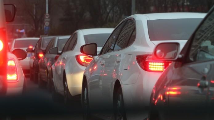 Сломанный светофор наНевском проспекте парализовал движение вцентре Петербурга
