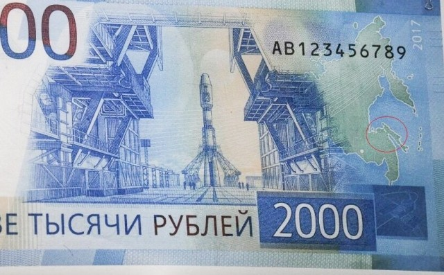 В магазинах Новосибирска отказываются принимать новые купюры в 2000 рублей