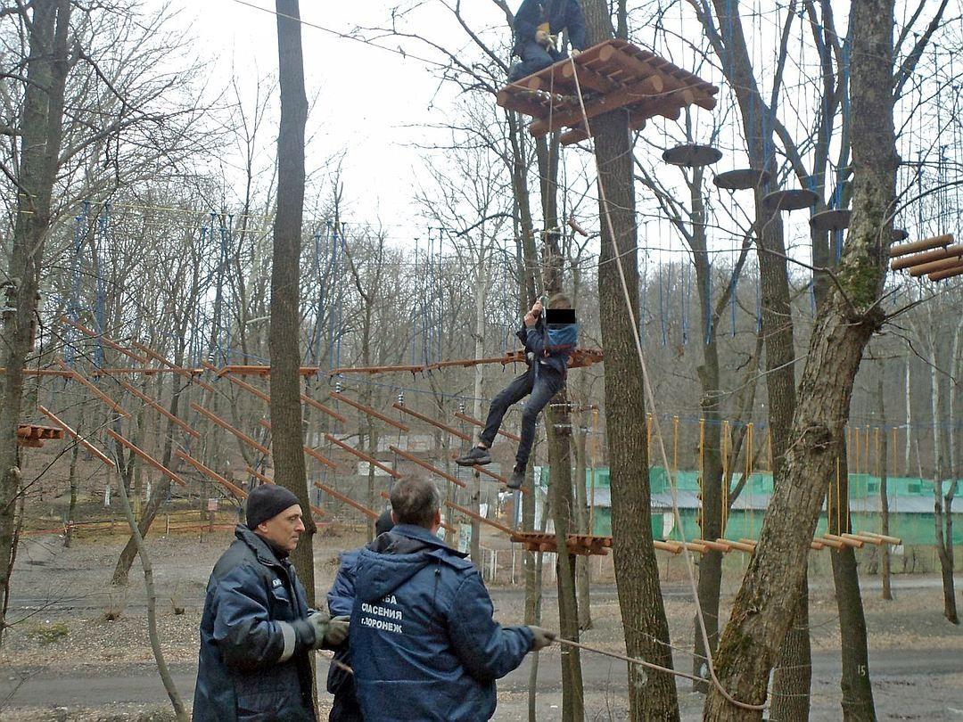 ВВоронеже ребенок застрял нанеработающем аттракционе навысоте 8 метров