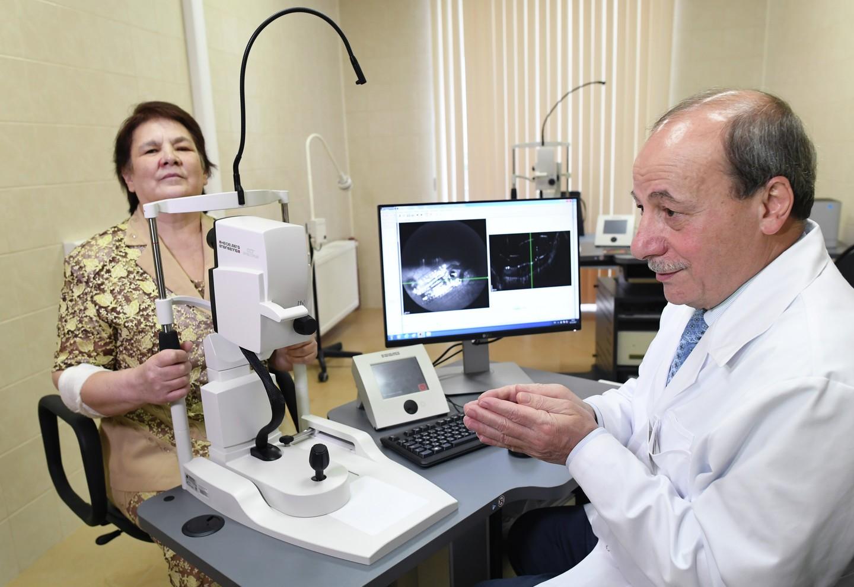Медработники провели вторую операцию попересадке бионического глаза человеку