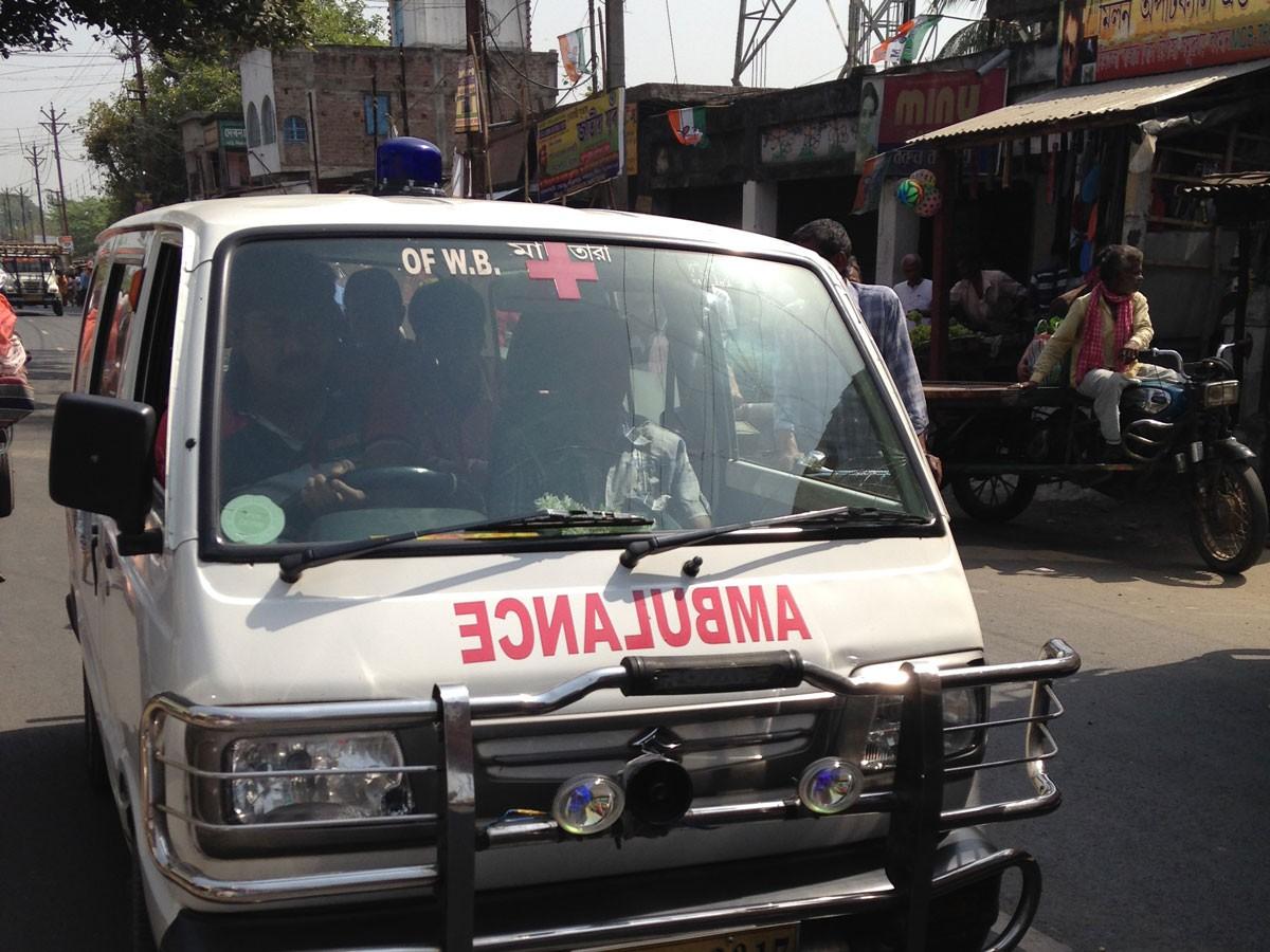 Около 30 человек погибли при падении автобуса вреку вИндии