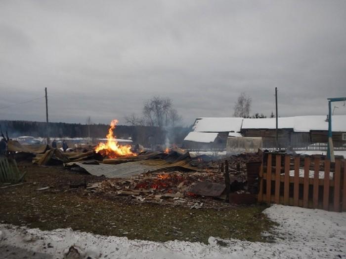 Пожар вдачных домах деревни Коченьга Тотемского района устроили воры, заметавшие следы