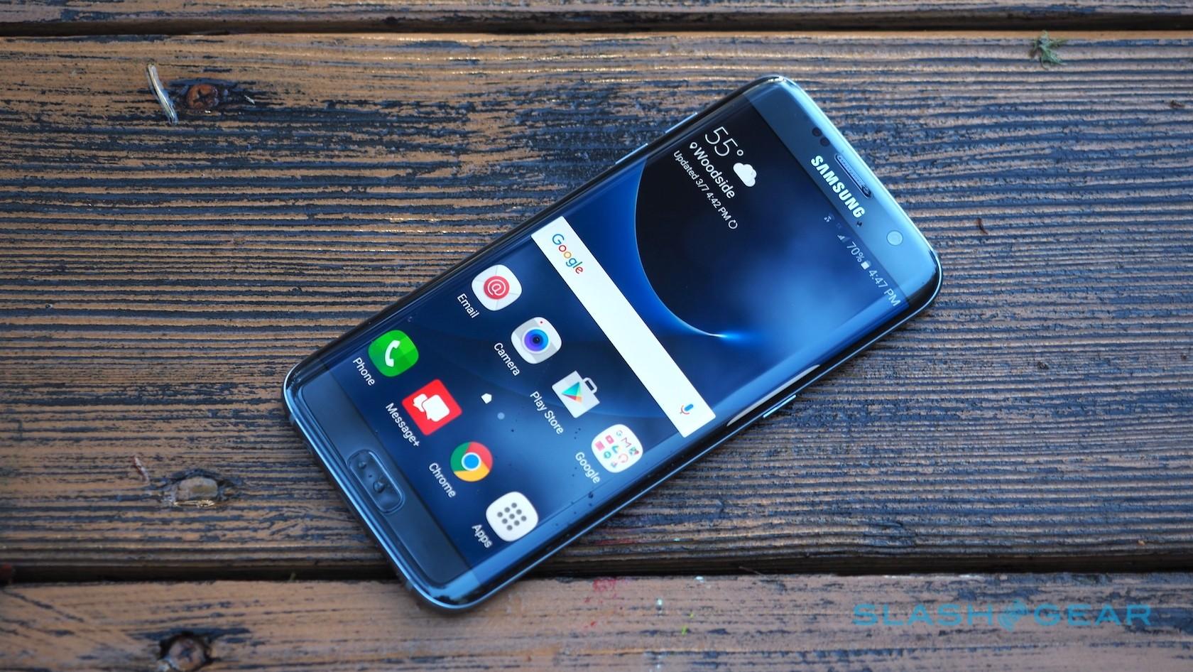 В России стоимость смартфона Samsung Galaxy S7 Edge снизилась до 28100 рублей