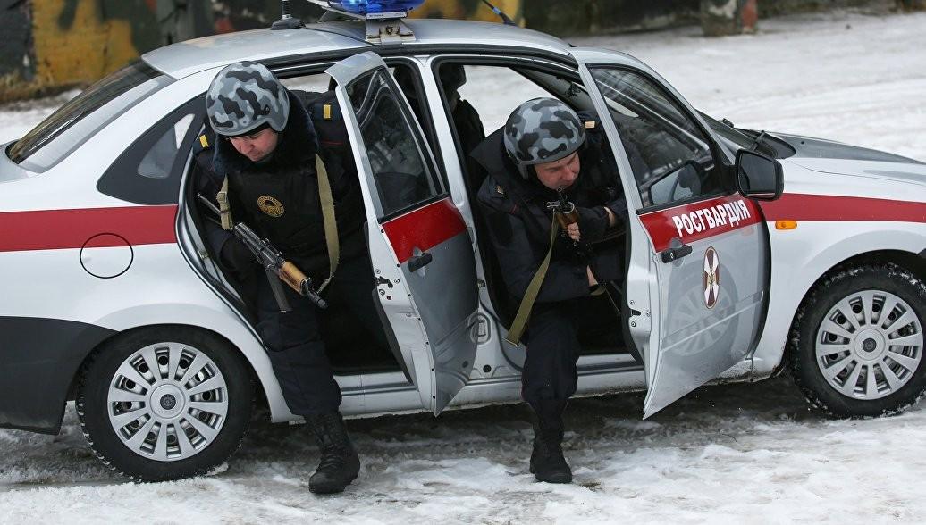 Работники Росгвардии задержали подозреваемых внападении напошивочный цех в столице России