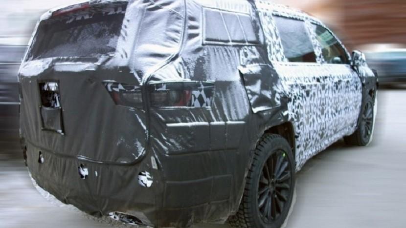 Появились шпионские кадры салона джипа Jeep Grand Commander