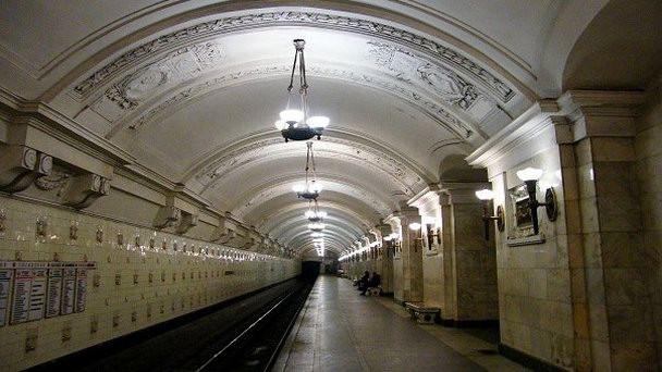 Неизвестный сказал о«минировании» станции метро «Октябрьская»