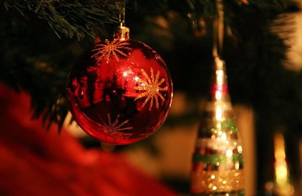 Электронные табло столицы начали транслировать новогодние пожелания