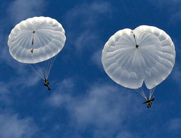 В РФ проводят разработку неповторимого парашюта для ВДВ