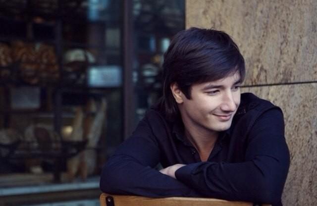Вшестом сезоне телешоу «Голос» в Российской Федерации победил солист Селим Алахяров