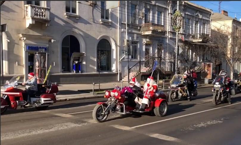 ВЕкатеринбурге прошел забег голых Дедов Морозов