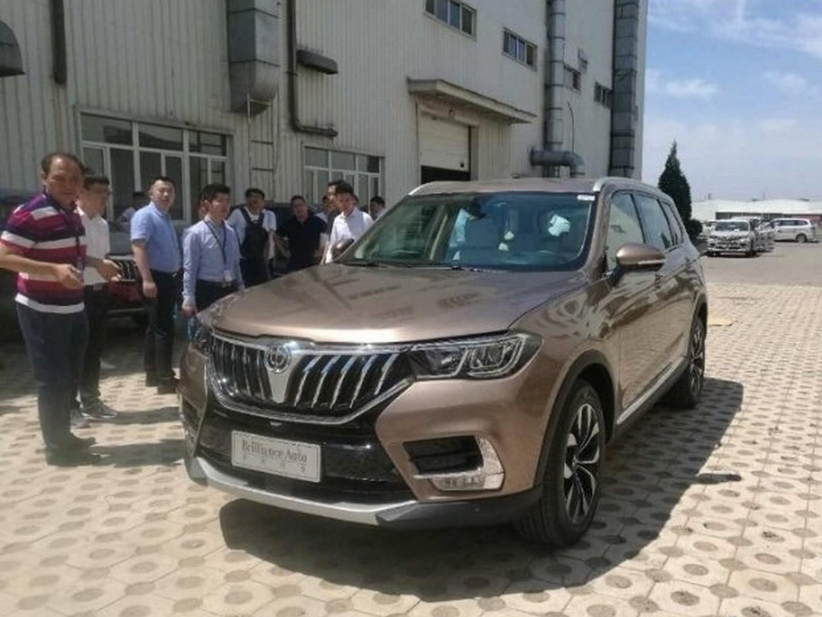 Флагманский вседорожный автомобиль Brilliance V7 представят на автомобильном салоне встолице Китая