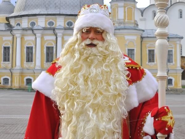 В центре Саратова появился квартет снеговиков, карета и Дед Мороз