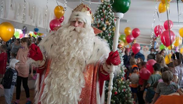 Дед Мороз открыл в «Артеке» резиденцию своего «младшего брата»