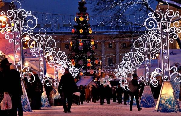 Праздничный стол и не только. Россияне намерены потратить 17 тысяч рублей на Новый год