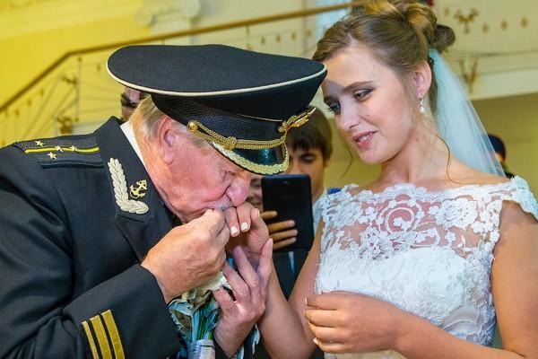Супруга Краско попросила СМИ не сравнивать ее с бывшей женой Джигарханяна