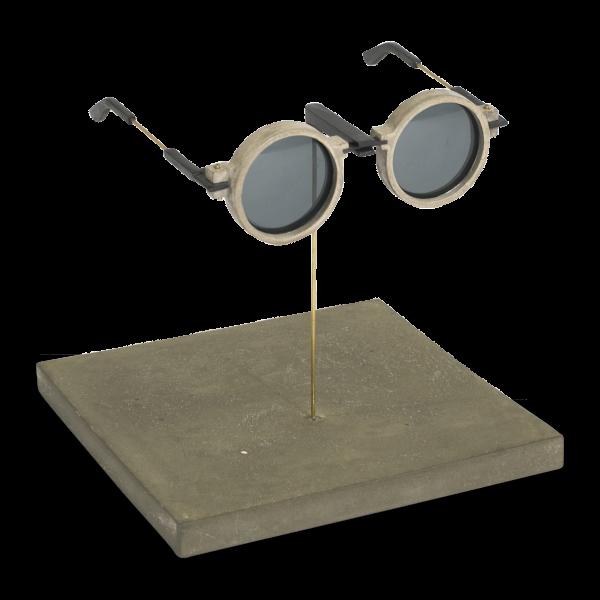 Ученые напечатали солнцезащитные очки с оправой из бетона