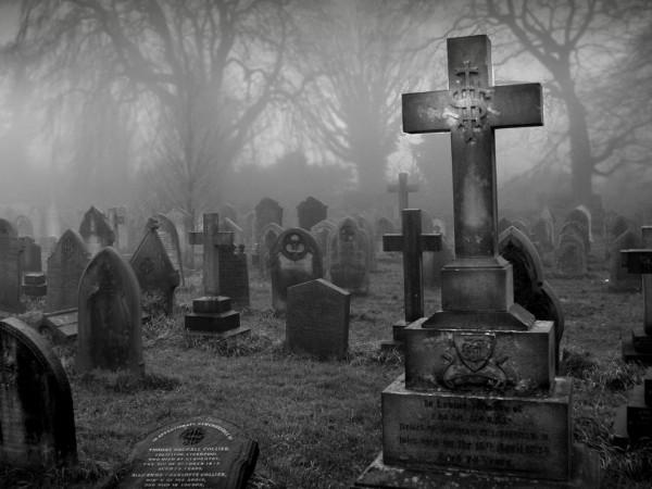 Москвичи стали класть в гробы к покойным родственникам смартфоны