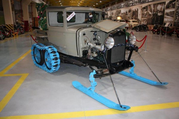 В музее военной техники УГМК появился уникальный гусеничный Ford
