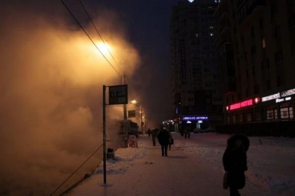 В Санкт-Петербурге на проспекте Художников разлилась горячая вода из-за прорыва трубы