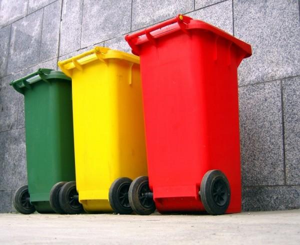 Секс возле мусорных баков