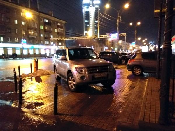 Воронежскому автохаму предложили «навалить на капот»