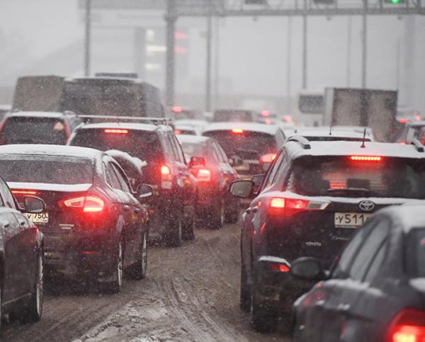 В Подмосковье тысячи автомобилей застряли в 20-километровой пробке
