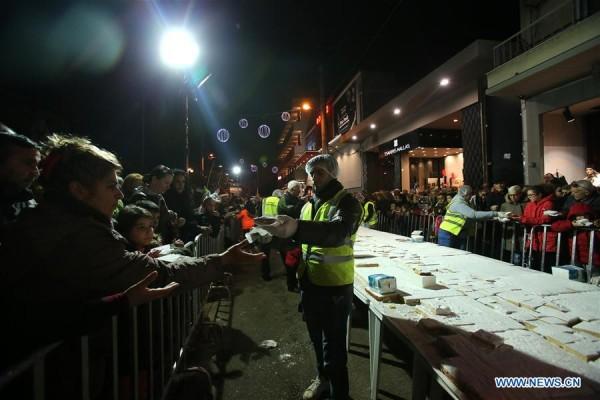 В Греции по случаю Нового года испекли гигантский торт