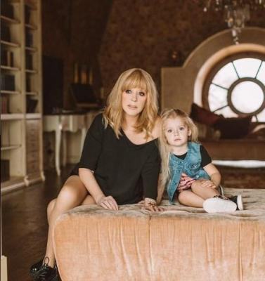 Галкин опубликовал фото помолодевшей Пугачевой с дочкой Лизой
