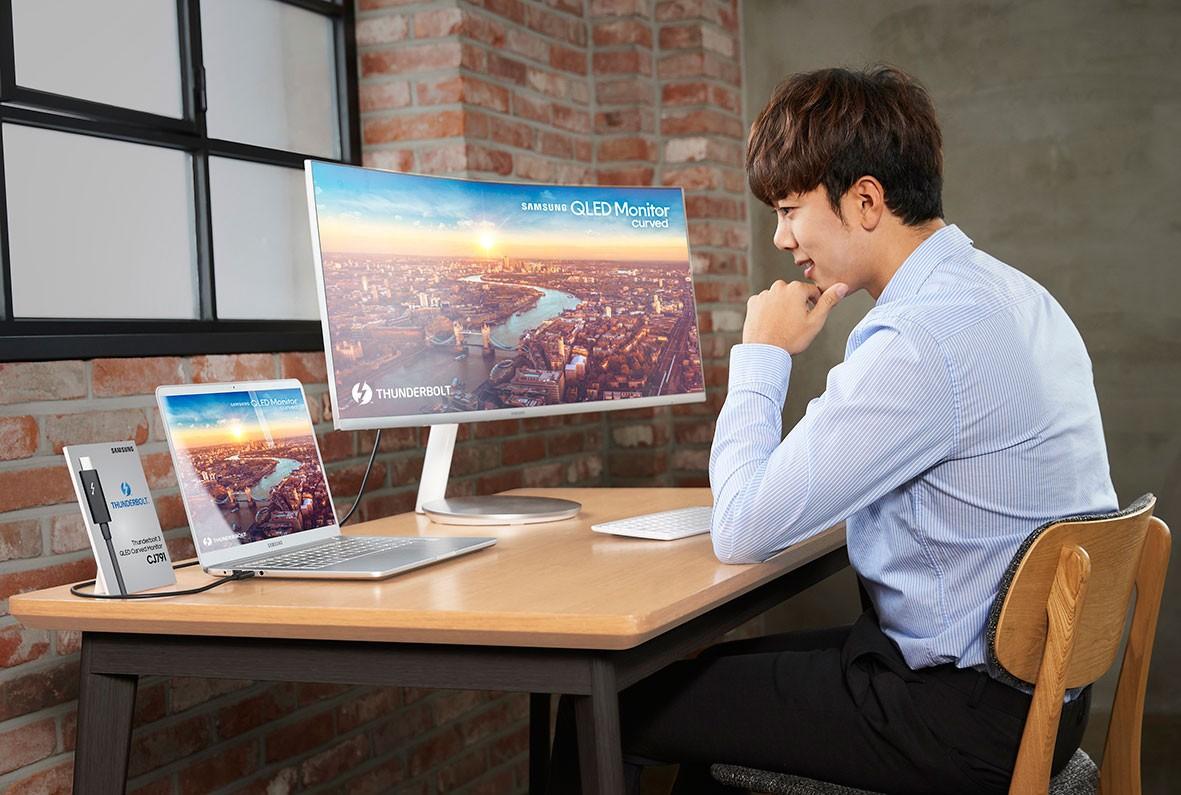 Компания Самсунг презентует неповторимый изогнутый монитор для MacBook