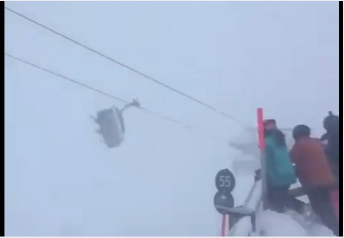 Лыжники оказались заперты враскачивающейся ловушке вовремя бури