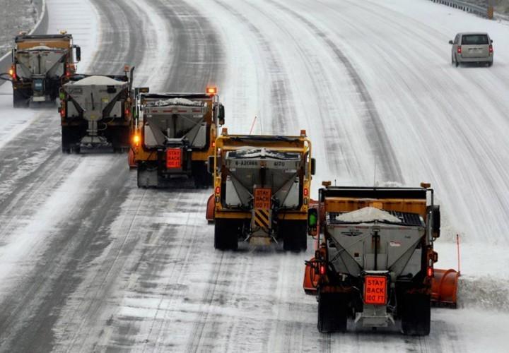 В текущем году впервый раз на столичные улицы выехала снегоуборочная техника