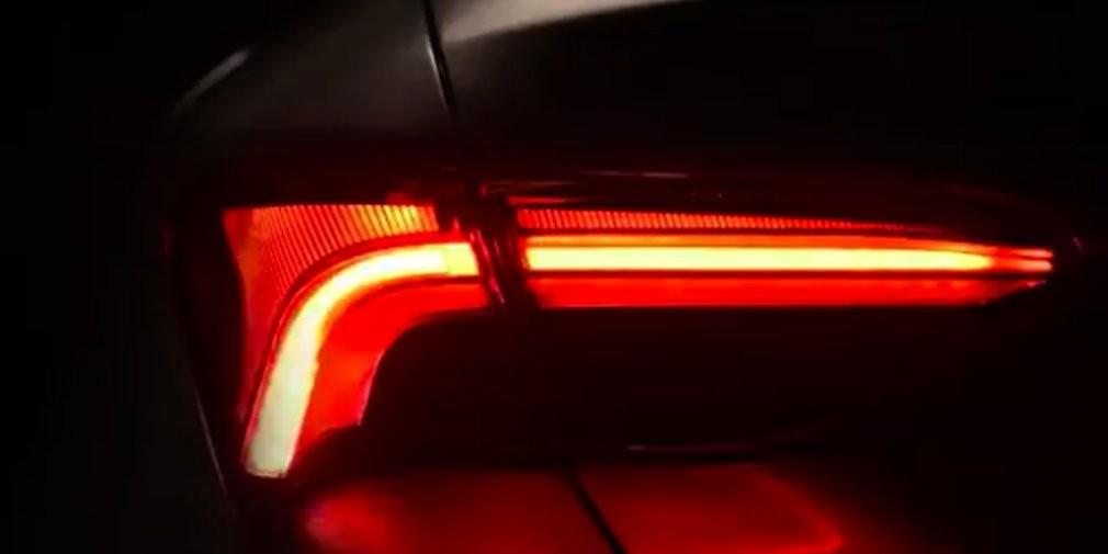 Toyota показала заднюю оптику новой модели Avalon
