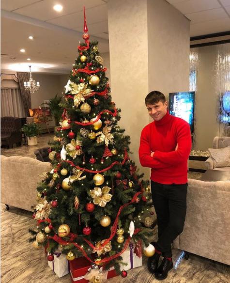 Сергей Лазарев подчеркнул Рождество ссыном Никитой
