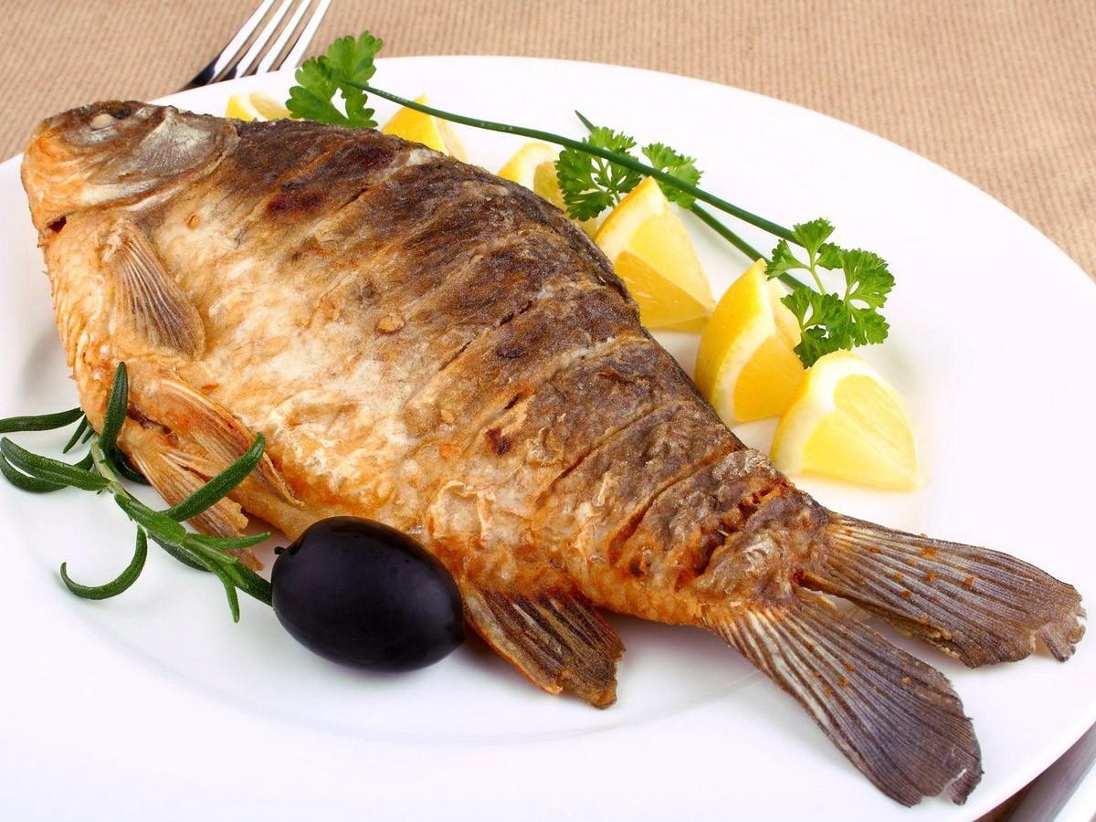 Зажаренная рыба стала дергаться наподносе— видео взбудоражило Сеть