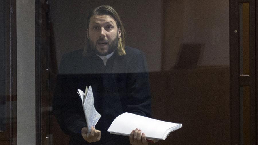 Обвинитель попросил на15 лет отнять свободы обвиненного впедофилии первосвященника Грозовского