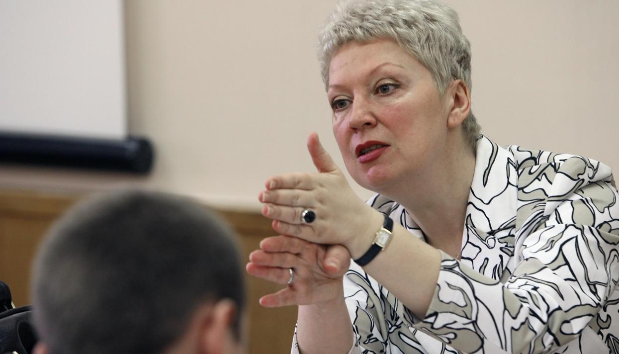 Министр образования велела проверить диссертации собственных  подчиненных наплагиат