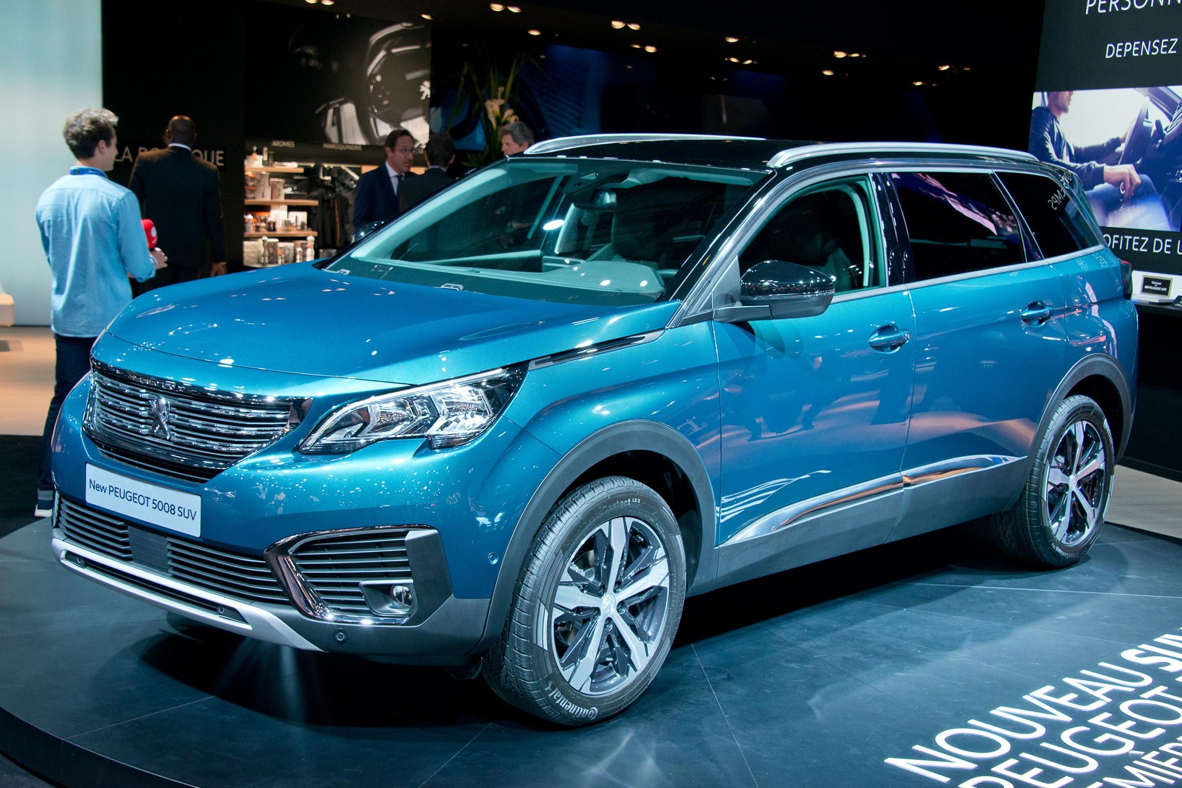 Флагманский вседорожный автомобиль  Пежо  5008 привезут в Российскую Федерацию  весной данного года