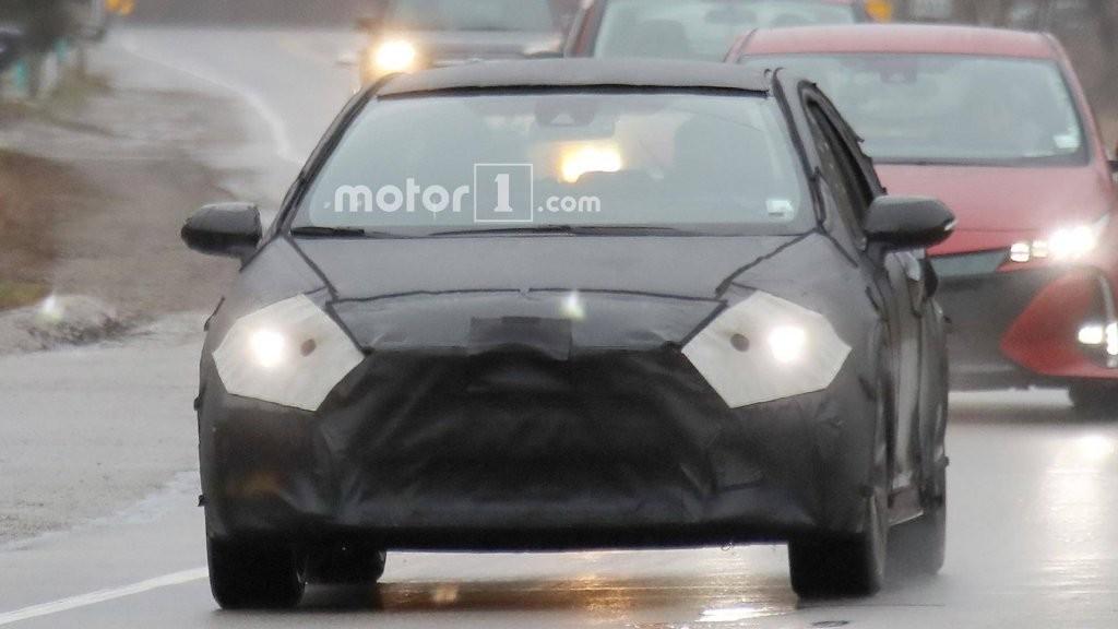 Новейшую Тоёта Corolla 2020 засняли на уличных тестах вСША