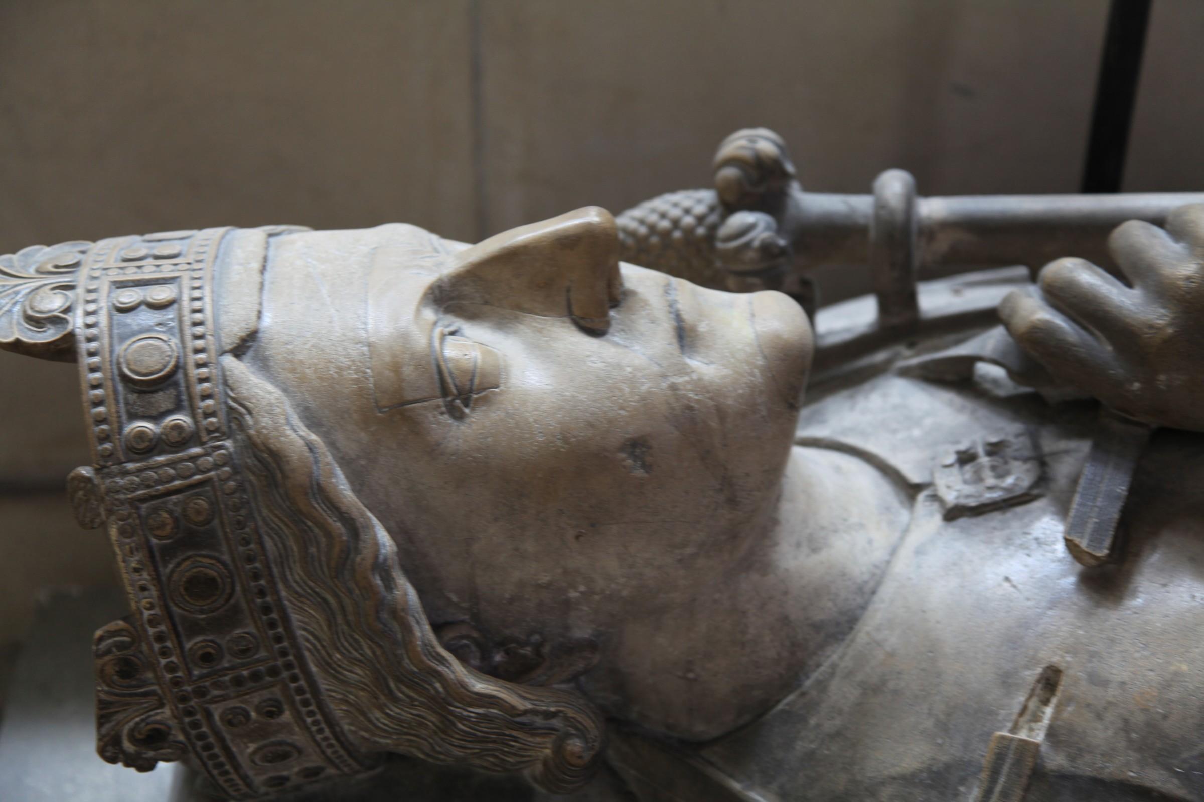 Франция выставила на реализацию замок, где скончался Ричард Львиное Сердце