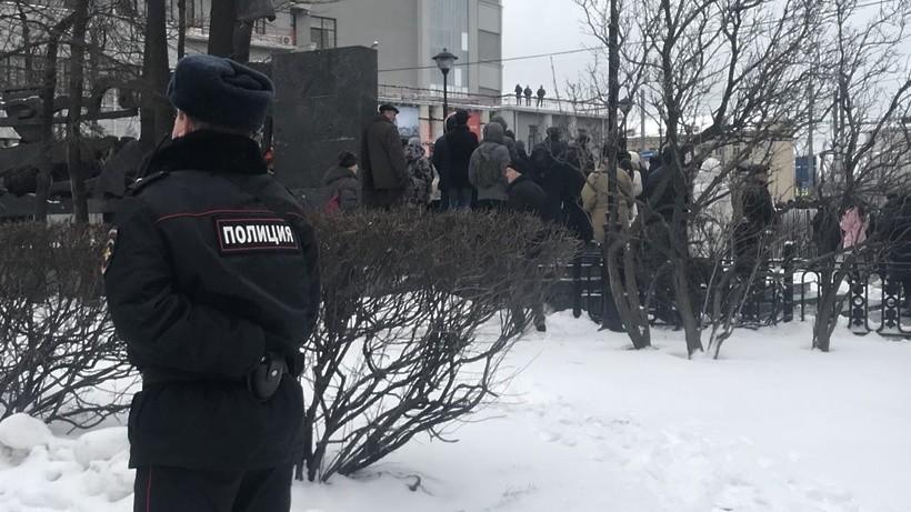 В столице старшеклассник попытался пронести оружие вшколу