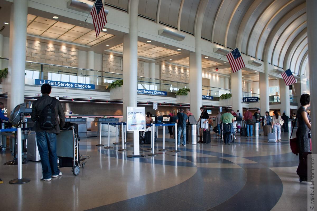 Ваэропортах США будут лишать телефонов при отказе назвать пароль
