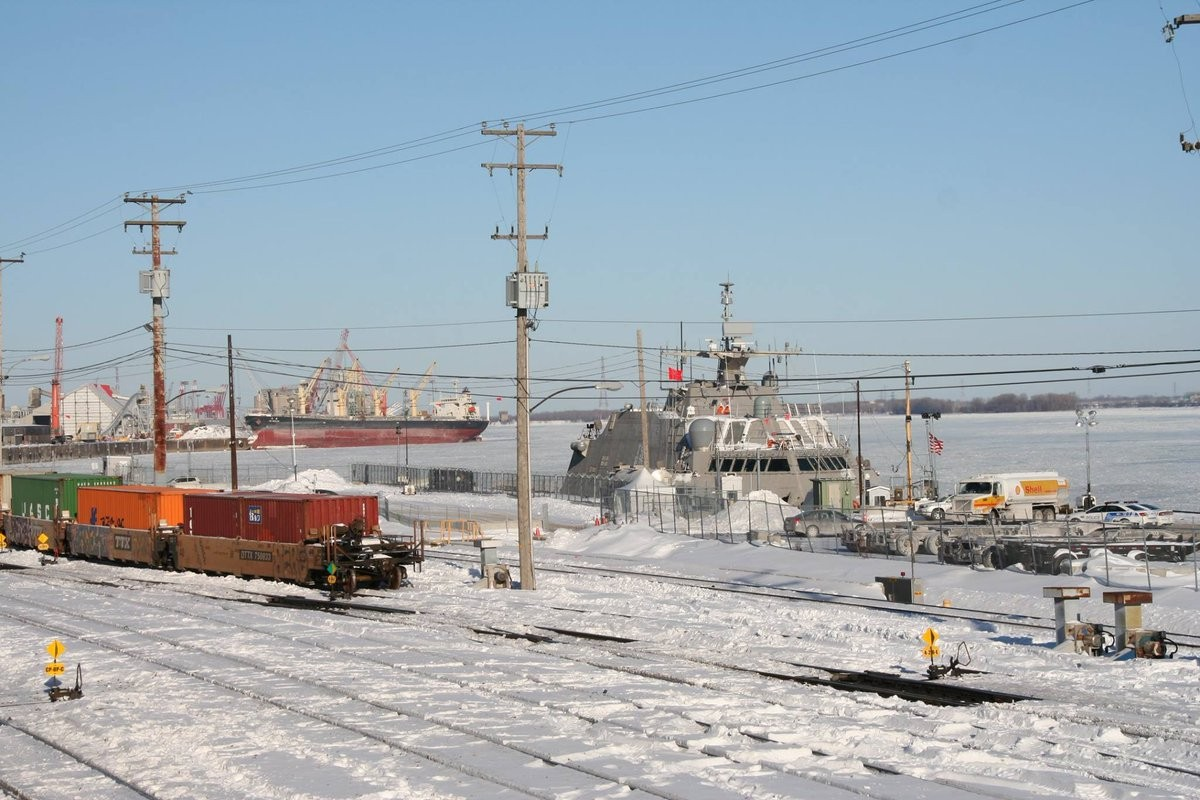 Новый корабль ВМС США застрял вольдах вовремя первого похода
